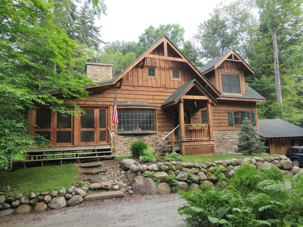 Black bear crossing adirondack cabin homeaway for Adirondack style house plans