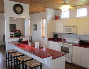 Harbor Island house photo - You will love cooking in this clean and efficient open kitchen