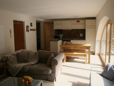 Lovely 3 bedroom apartment central to skiing and all ammenities