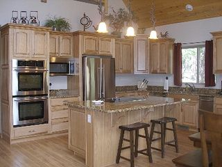 Duck Creek Village cabin photo - Fully equipped gourmet kitchen
