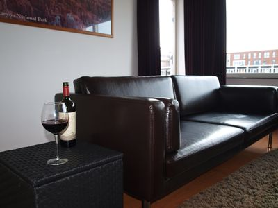 Family-friendly penthouse near the centre of the Hague with free parking!