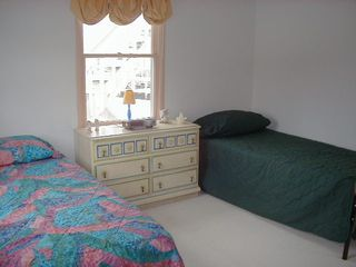Manahawkin house photo - Bedroom with 2 twin beds