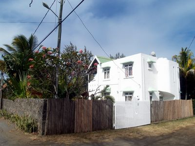 Calodyne villa rental - Gate and house