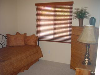 Oro Valley house photo - Daybed in second bedroom, will make up as a king or two twins.