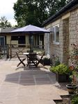 BECKHILL COTTAGE, pet friendly, with hot tub in Brandsby, Ref 2503