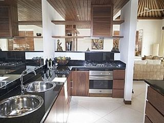 Fully equipped kitchen with high quality finishing and granite work tops