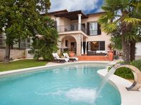 Luxury accommodation, max 10 persons, close to the beach