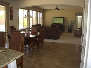 Spacious kitchen and family area for entertaining~
