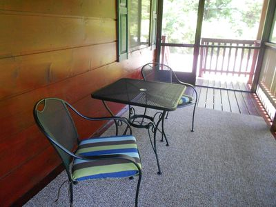 Seating and Dining area on the carpeted Screened-In Porch with Fans and Lights.