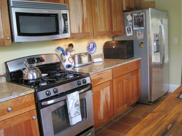 ... more cabinets and counter space in the fully equipped kitchen.