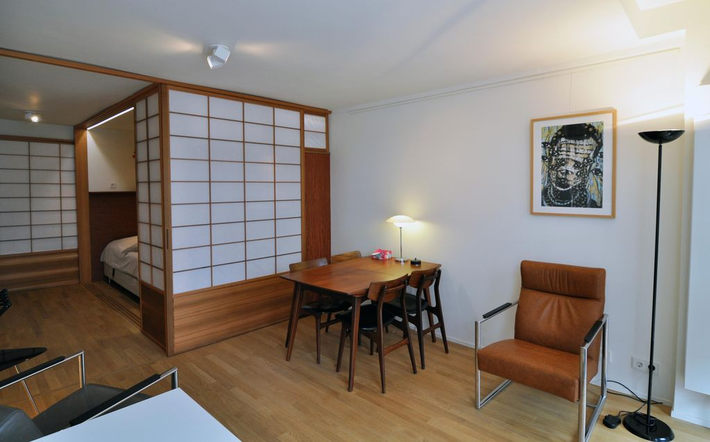 Dutch japanese connection styled condo in vrbo for Design apartment jordaan