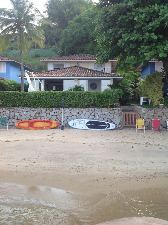 House on the sand of the beach in gated community, near the center of Angra.