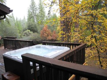 Mariposa house rental - Private spa with a private view