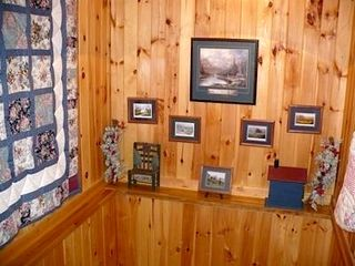 Townsend cabin photo - Artwork and Quilts
