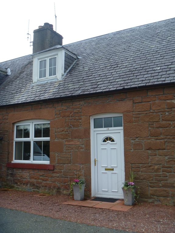 Modern, Well Equipped and Perfectly Situated Two Bedroom Cottage