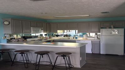 This Is A Beautiful Newly Remodeled Condo With 2 Minute Walk To Beach. Sleeps 8
