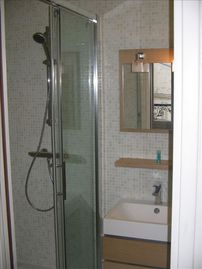 Quiet Studio Steps Away from Champs Elysees with A/C - Shower