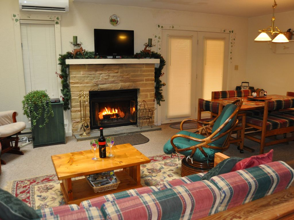 3 BR Townhome in the Big Boulder Ski Complex, Wifi, fireplace ...