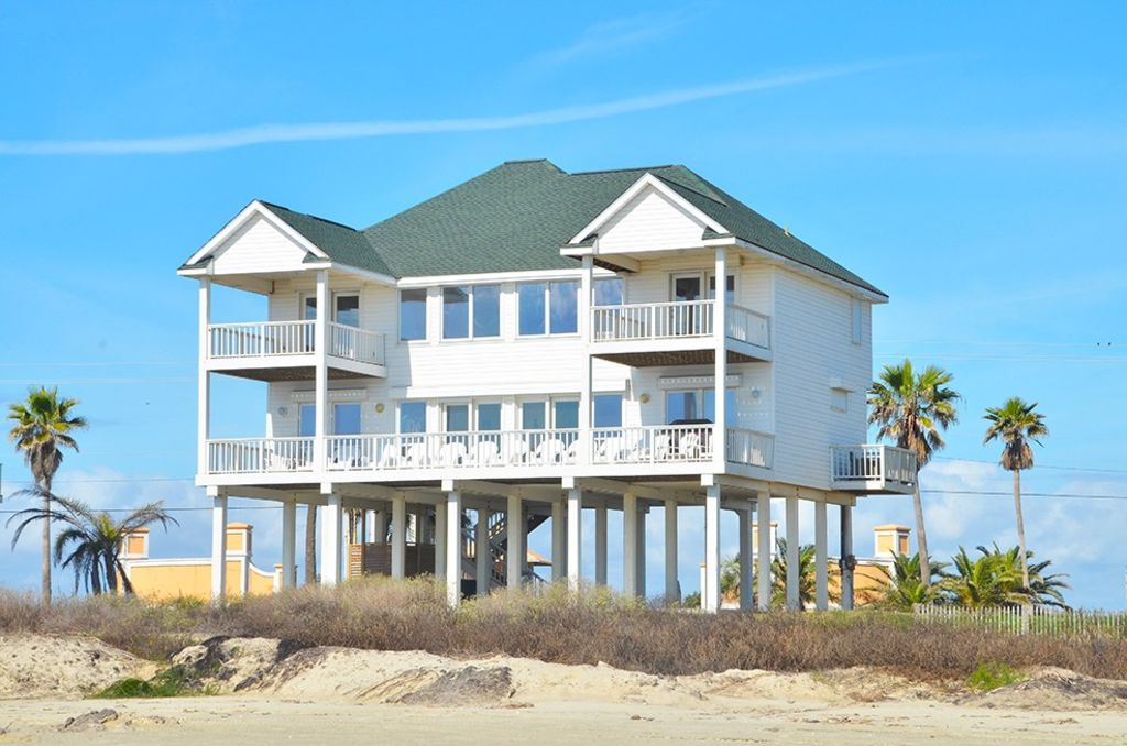 Beachfront house close to town 5 bedrooms 4 homeaway for 9 bedroom vacation rentals