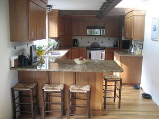 Ridgefield house photo - Kitchen with breakfast counter and bar,