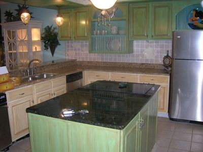 Kitchen w/granite/stainless and icemaker