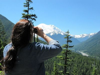 Mt Rainier National Park is only 4 mi away!