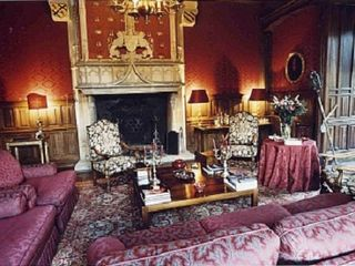Saint-Martory castle photo - Red living room