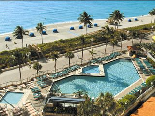 Hollywood Beach condo photo - Hotels pool