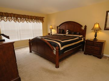 En-suite Master Bedroom - Brand New King Bed with Flat Screen TV