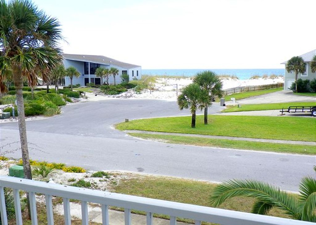 Gulf View-200 ft to Gulf, Pool Table, 6,000 sq ft of covered space