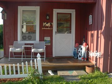 Manchester cottage rental - Front porch - Entrance. Side towards driveway.
