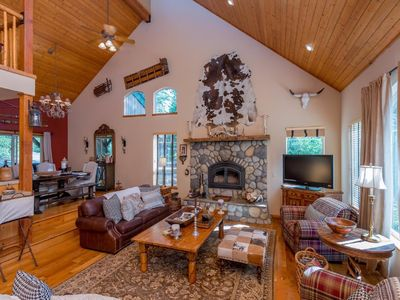 Shaver Lake Luxury Cabin with relaxing Jacuzzi Tub