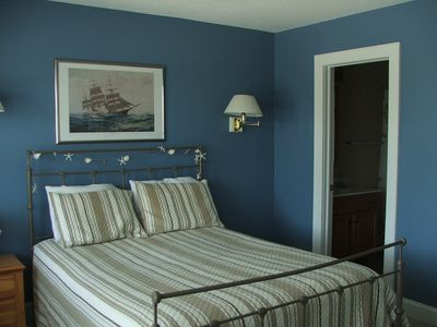 the beachcombers' master bedroom
