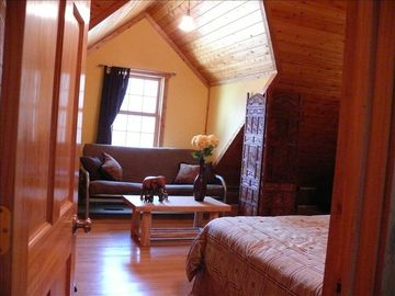 Large upstairs bedroom - sleeps 7 with futon, one queen, one full, and one twin