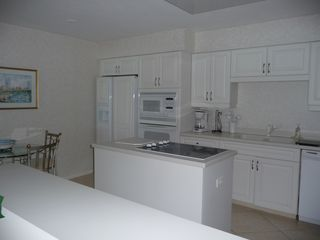 Les Falls condo photo - Fully equipped eat-in kitchen has a great view too!