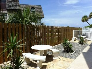 Cocoa Beach condo photo - Outdoor grilling area and tables