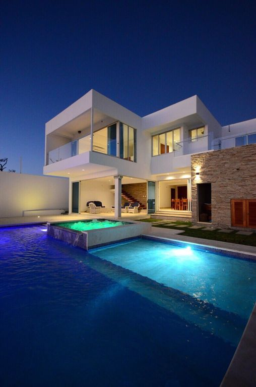 Modern House Overlooking The Ocean Vrbo