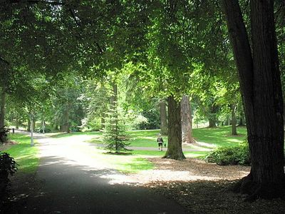 30 acres of trails and greenway at Laurelhurst Park. Located blocks away