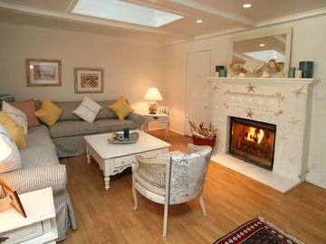 Montecito cottage rental - Living Room