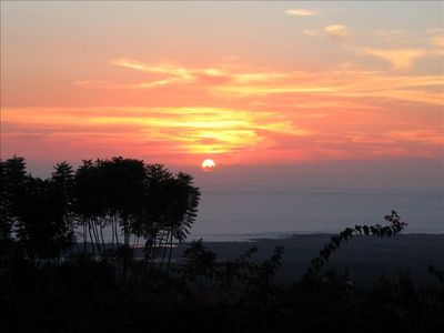 Enjoy Amazing Nightly Sunsets & Panoramic Ocean Views from Lanai