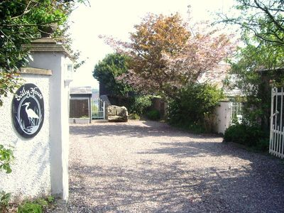 Scilly House - driveway entrance and parking