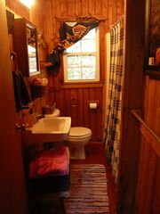 Harpers Ferry cabin photo - bathroom