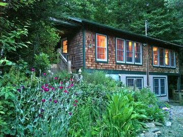Swannanoa cabin rental - The beautiful cabin in summer time.