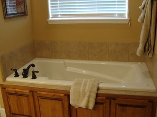 Branson house photo - Jetted Tub in Master Bath