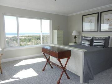 Seaview condo rental - Master bedroom with view of the Pacific!