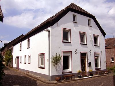 Restored group accommodation up to 12 P on the Rhine peninsula 4 kilometers from Holland