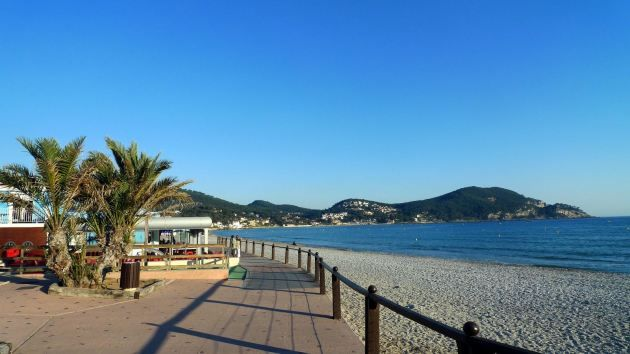 PROMO SEVEN beautiful recent T2 of 60m2 with 100 m beach of Lecques + covered parking