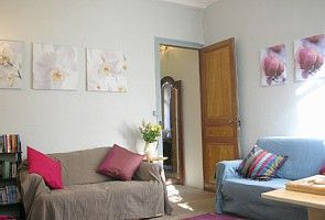 Accommodation near the beach, 250 square meters, with garden