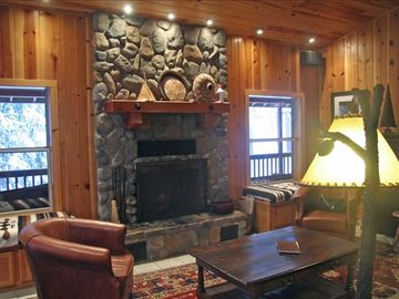 Yosemite National Park house rental - Living Room with wood burning fireplace
