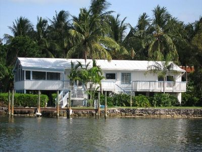 Lush tropical beauty w/ spectacular views. Indoor plumbing, cool AC, Color TV
